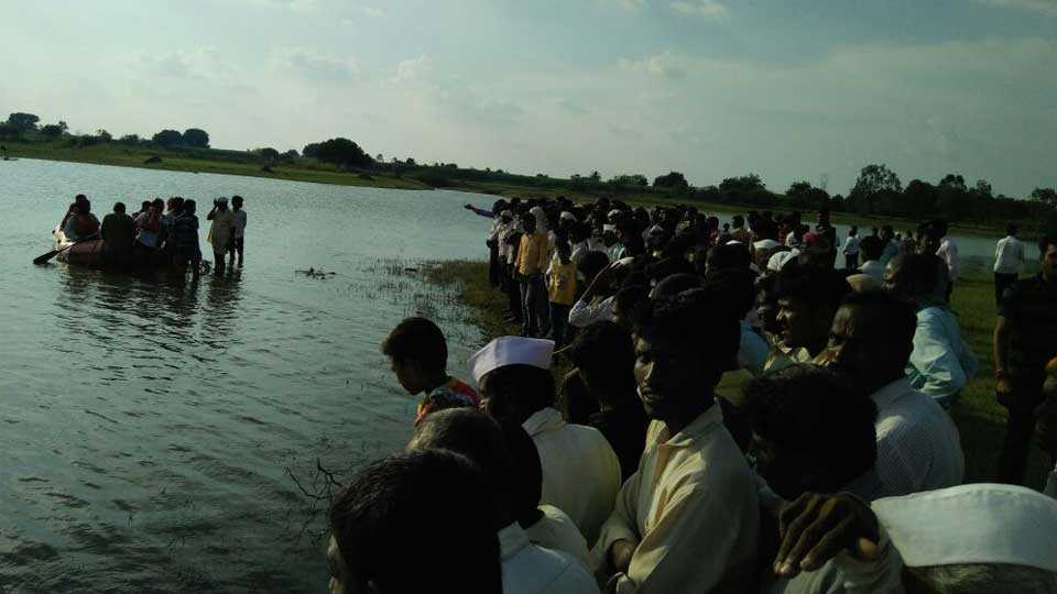 youth drown in Akkalkot
