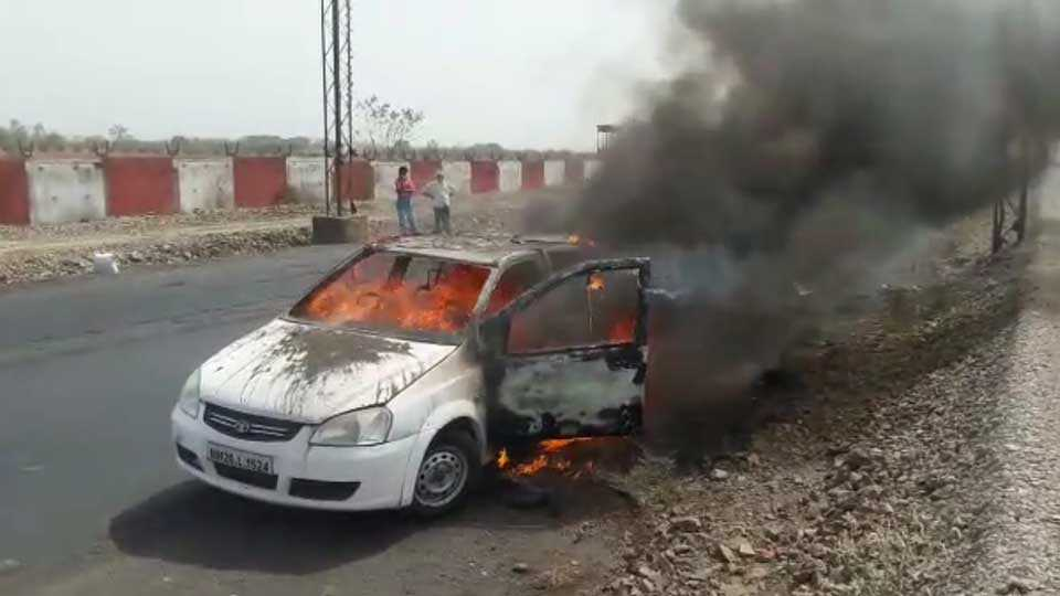 Akola Burning Car nobody is died in Incident