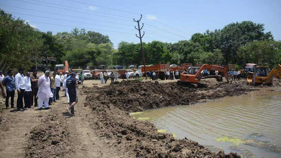 Removal of mud in dam  scheme on paper only