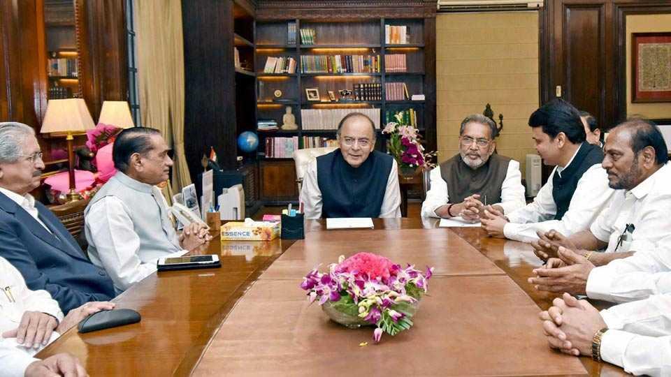Devendra Fadnavis to lead delegation meet arun jaitly over farmer loan waivers