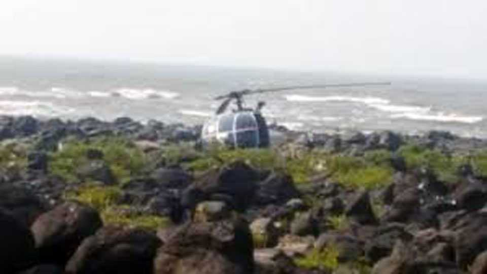 Murud News Coast Guard Helicopter Crashed 4 Injury