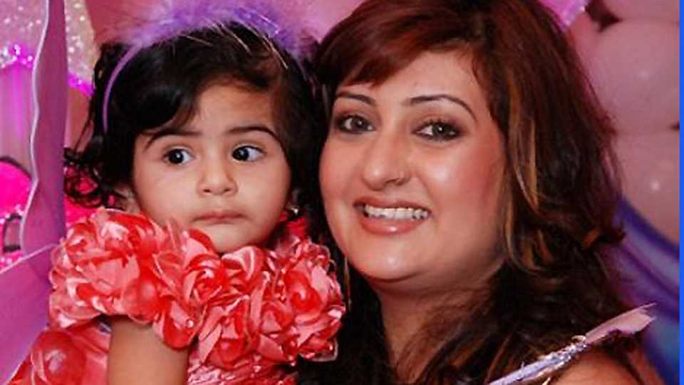 Juhi Parmar with her daughter