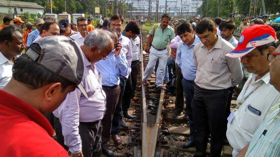 kalyan news railway accident enquiry marathi news sakal news