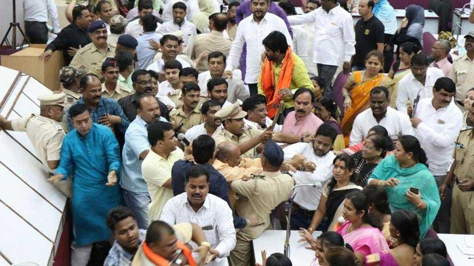 Aurangabad news clash in municipal corporation on vande matram