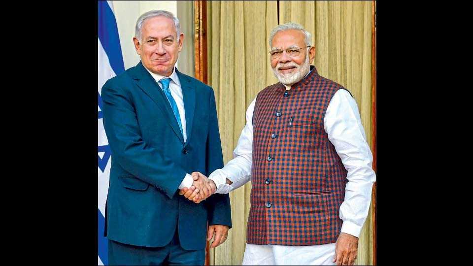 इस्राईलचे पंतप्रधान बेंजामिन नेतान्याहू व भारताचे पंतप्रधान नरेंद्र मोदी.