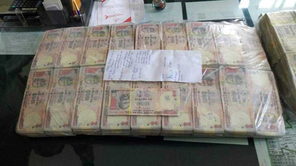 One crore rupees old notes found in Nagar
