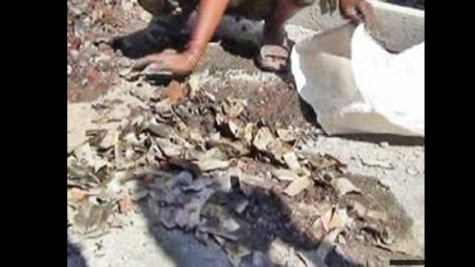 Gujrat: old 500 rupee note found in drain