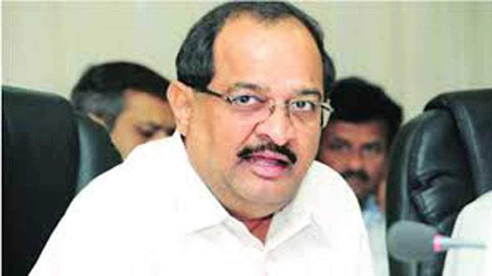 #MaharashtraBandh Radhakrushn Vikhe Patil attends Agitation