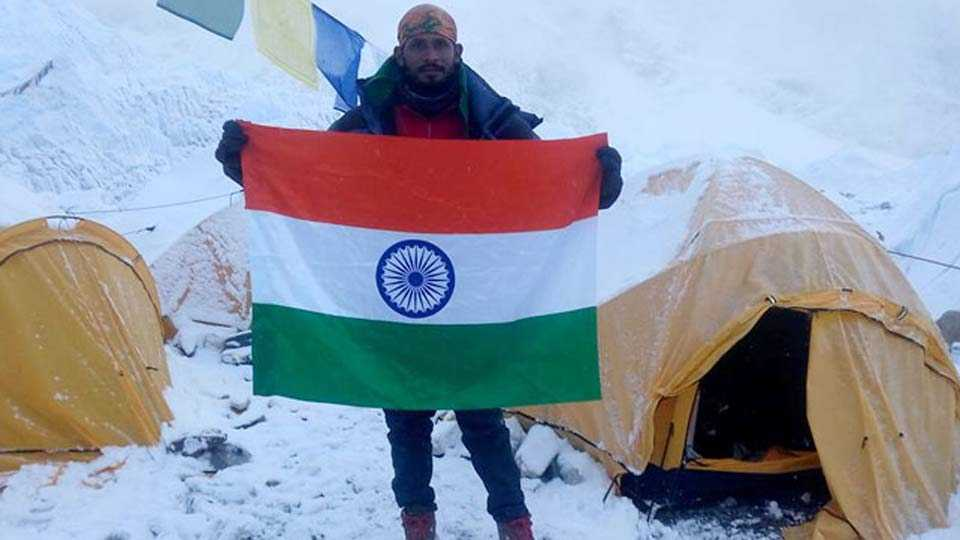Indian Missing After Successfully Climbing Mount Everest