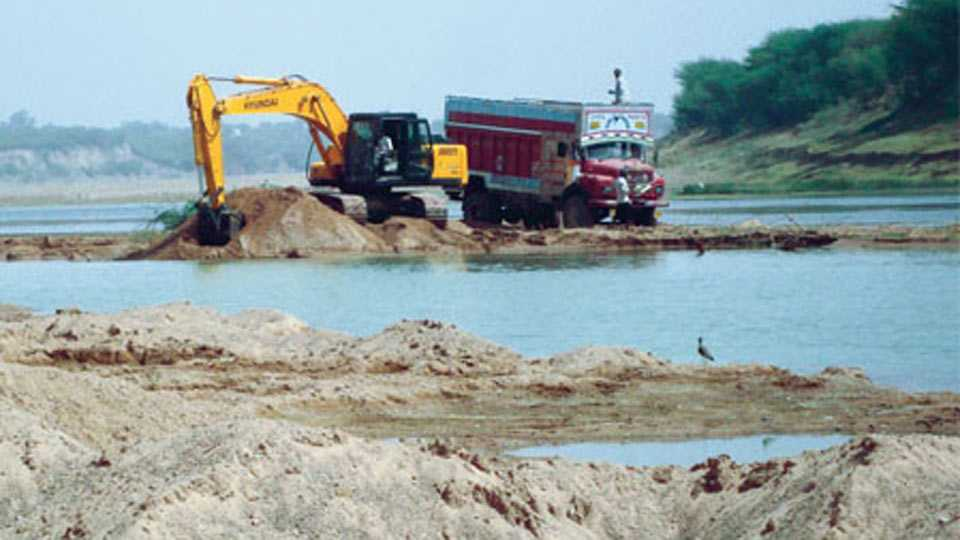 Sangli news sand mafia attacked on tahsildar