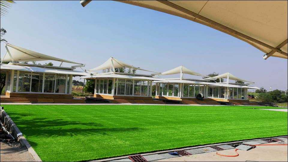 वाबळेवाडी (ता. शिरूर) ः जिल्हा परिषद शाळेची झिरो इनर्जी इमारत.