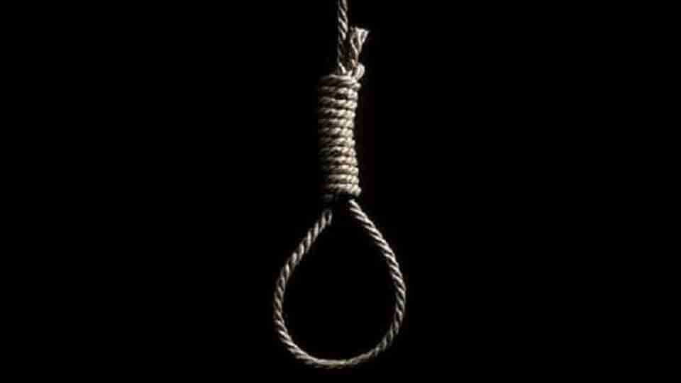 A student suicide by hanging at manjari pune
