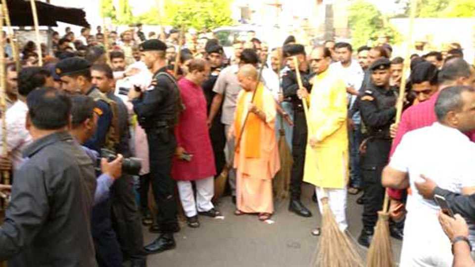 Yogi Adityanath Picks Up Broom, Kick-Starts Clean Uttar Pradesh Mission