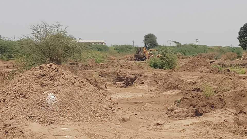 Police action on illegal sand in Nanded district
