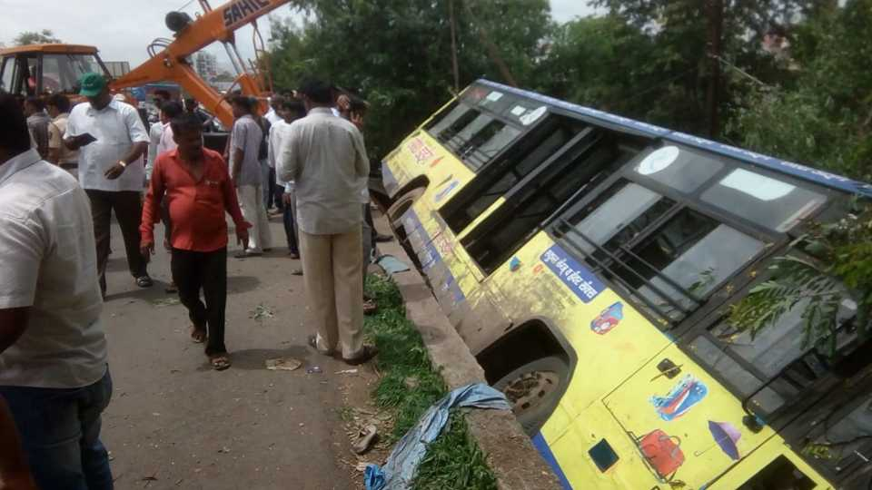PMP Bus accident in Pune