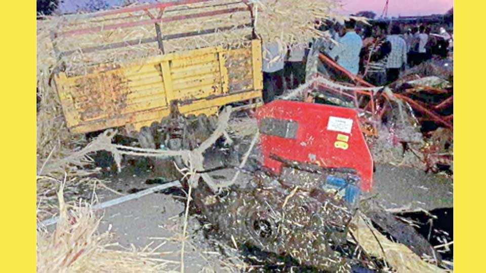 येडशी - ट्रकने धडक दिल्यानंतर ट्रॅक्टरची झालेली अवस्था.