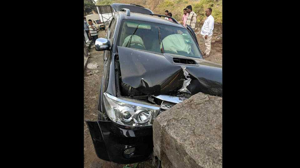 Actress Prarthana Behere and Aniket Vishwasrao Accident