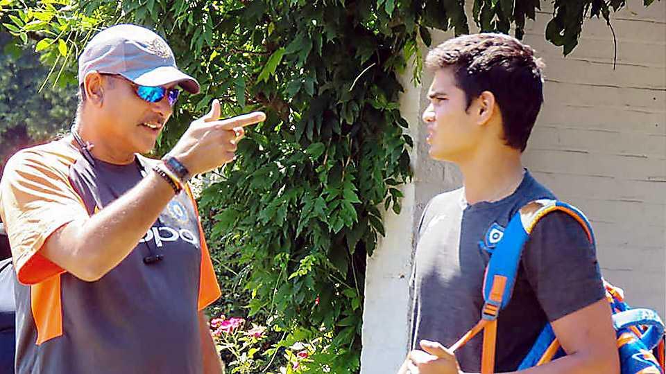 Arjun Tendulkar gets tips from Ravi Shastri