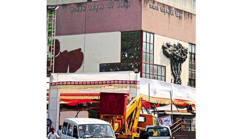 प्रा. रामकृष्ण मोरे प्रेक्षागृह, चिंचवडगाव - भारतीय जनता पक्षाच्या प्रदेश कार्यकारिणीची बैठक बुधवारपासून होत असून, त्याची जय्यत तयारी सुरू आहे.