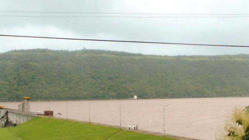 Chasakaman dam water Flowing