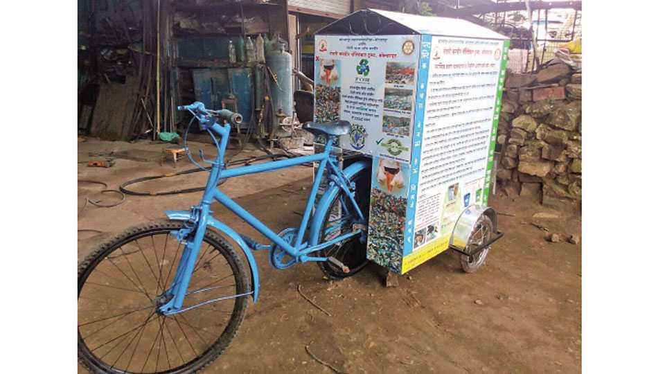 कचरा गोळा करण्यासाठी अशा सायकल तयार केल्या आहेत.