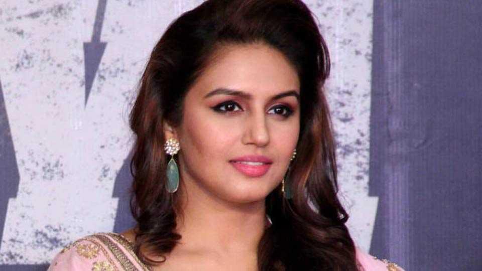 Huma Qureshi in work mode for upcoming Rajnikanth starrer 'Kaala'