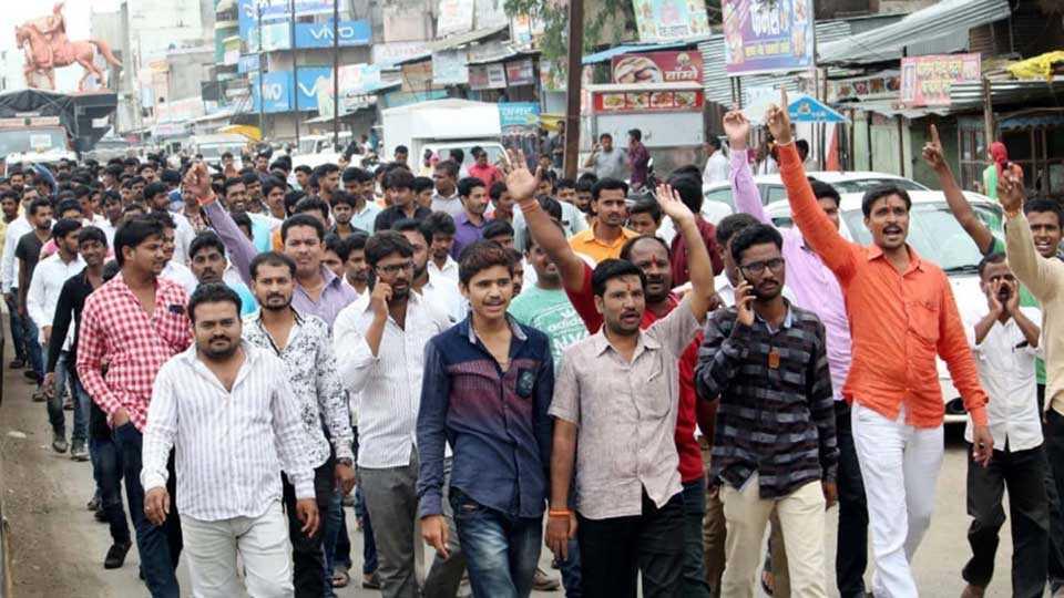 #MarathaKrantiMorcha bandh in kalamb city