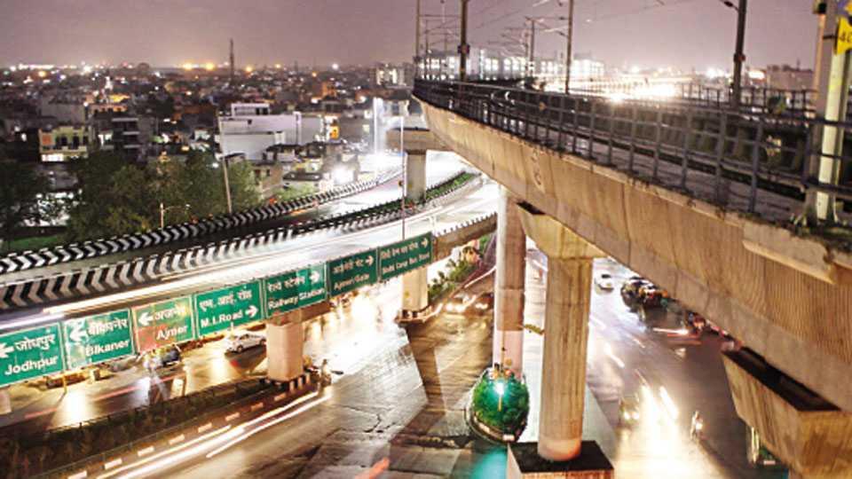 जयपूर येथील डबल डेकर पुलाने आकर्षणच वाढविले नाही, तर वाहतूक कोंडीचीही समस्या सुटली. शहरातही वर्धा मार्गावर मेट्रो रेल्वेचा डबल डेकर पूल प्रस्तावित आहे. जयपूर मॉडेलमुळे शहरातीलही वाहतूक समस्येवर नियंत्रण येणार आहे.