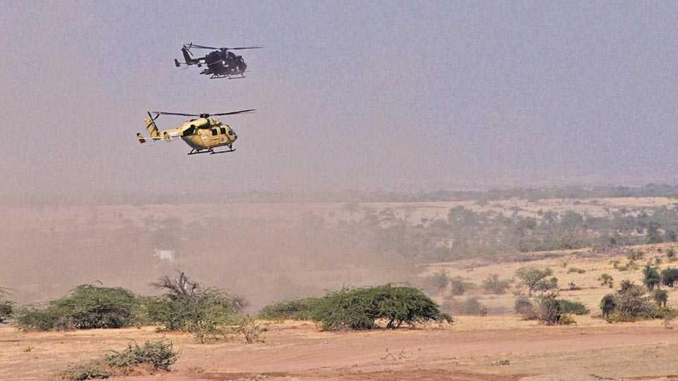 नगर -के. के. रेंजच्या युद्धसराव क्षेत्रावर बुधवारी इंफन्ट्री कॉम्बॅट व्हेइकल तथा हल्ला करणाऱ्या हेलिकॉप्टरची तांत्रिक सिद्धता दाखविण्यात आली.