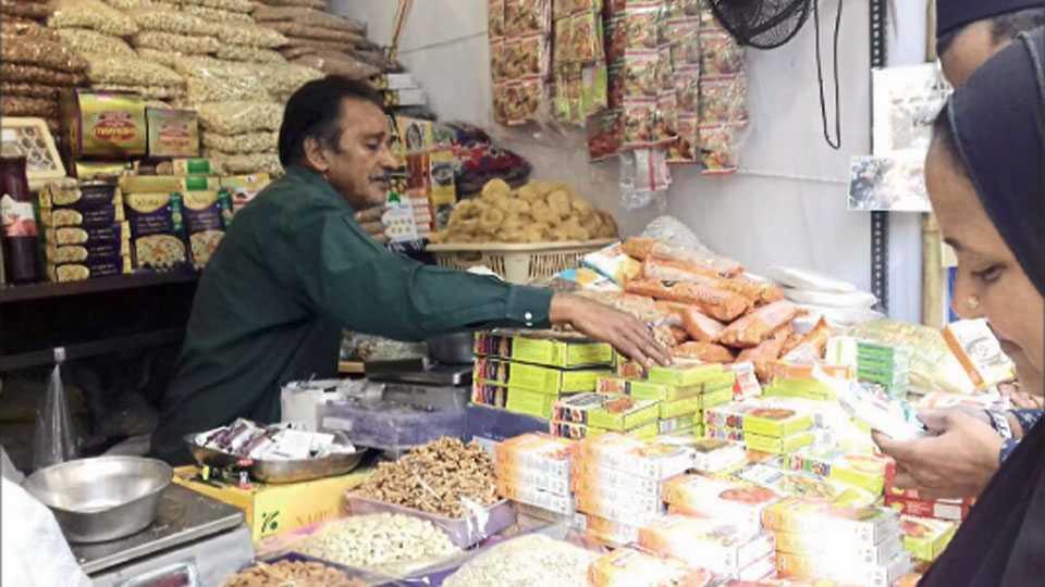 शिवाजी मार्केट - रमजान ईद निमित्ताने सुकामेव्यांनी सजली बाजारपेठ.