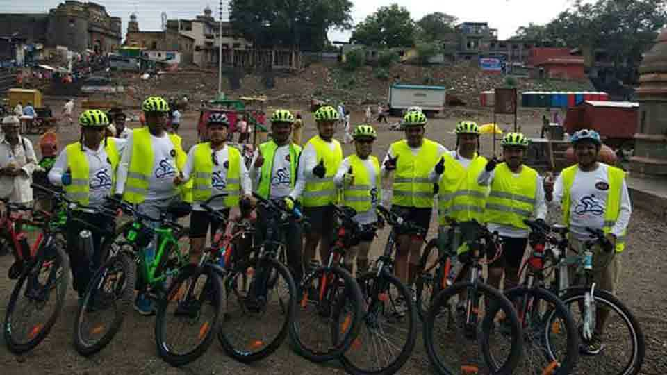 Pandharpur cycling for removing plastics from youth of Ambegaon