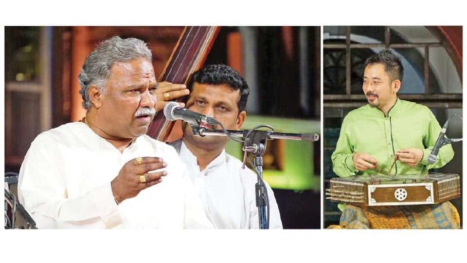 रत्नागिरी - आर्ट सर्कल आयोजित संगीत महोत्सवात गायन करताना व्यंकटेश कुमार. दुसऱ्या छायाचित्रात संतूरवादन करताना ताकाहिरो आराही.