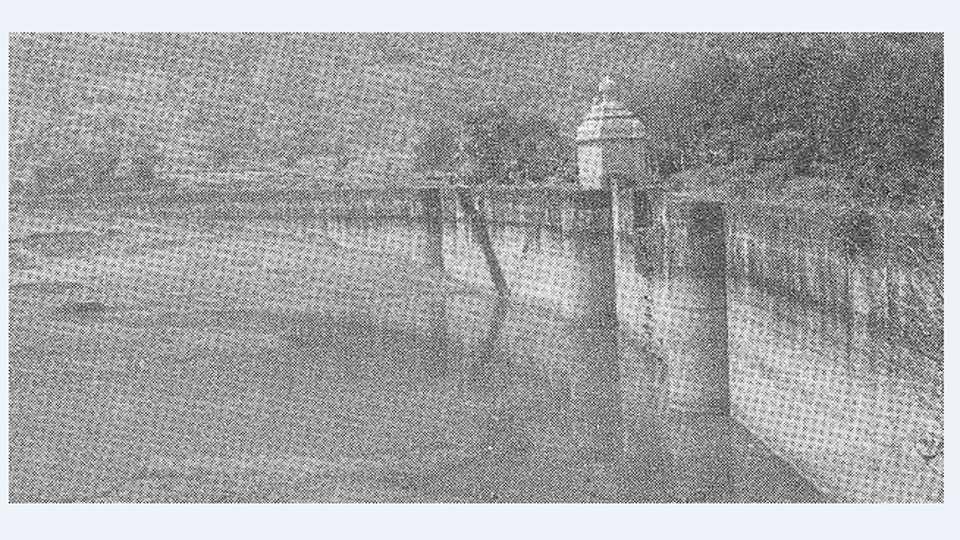 वडकी (जि. पुणे) येथील होळकर तलाव अहल्यादेवी होळकर यांनी या तलावाची उभारणी केली.