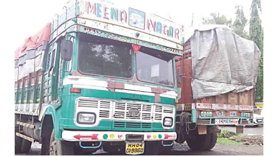 जळगाव - याच दोन ट्रकमध्ये भरून मालाची विल्हेवाट लावण्यात येणार होती.