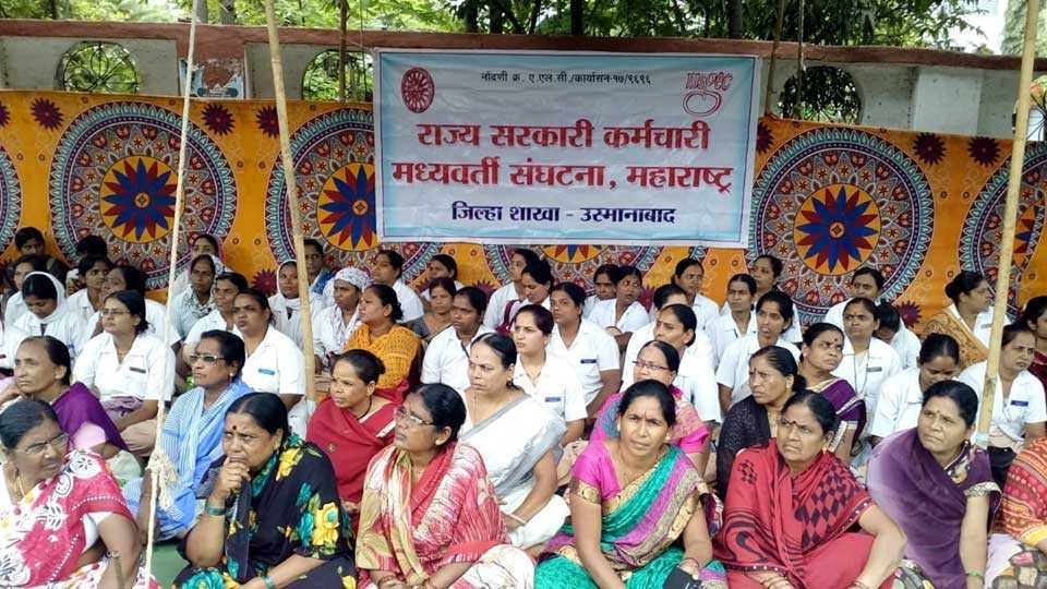 Demolition movement before Osmanabad District Collectorate