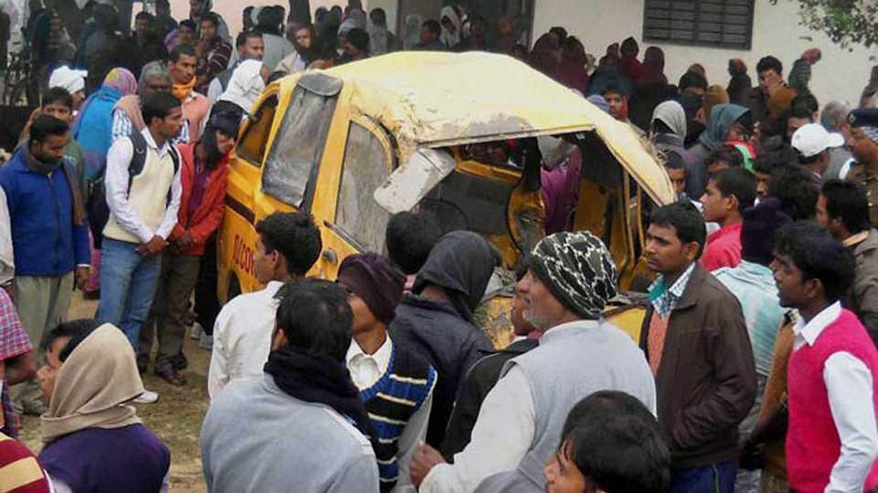 Road Accident 13 School Students Dead In Kushinagar