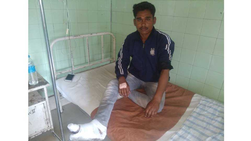 police beaten youth in sangali
