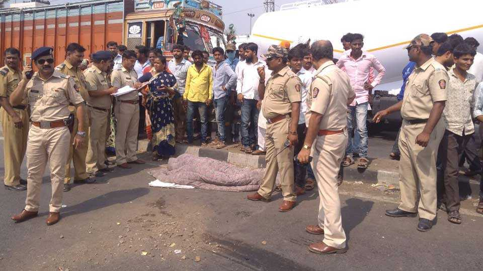 One Women died in trailer accident in solapur