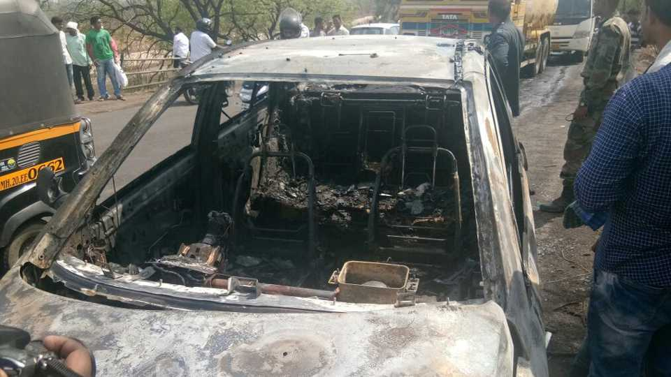 The running car was set on fire in aurangabad