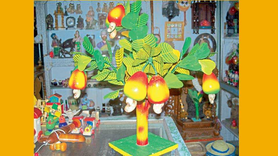 सावंतवाडी - येथील लाकडी खेळण्यांचे संग्रहित छायाचित्र.