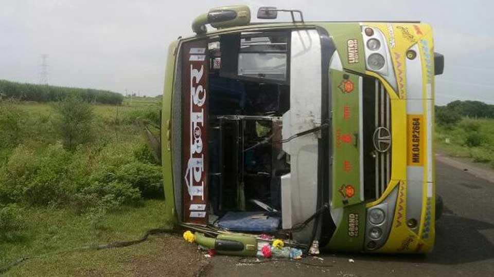 Latur news bus accident on latur-murud highway
