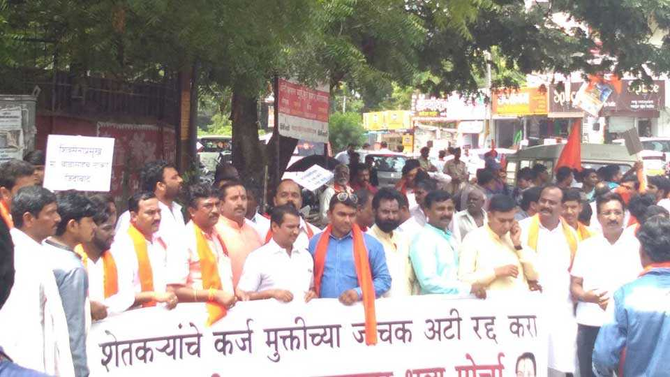 Shiv Sena agitation on farmer loan waiver