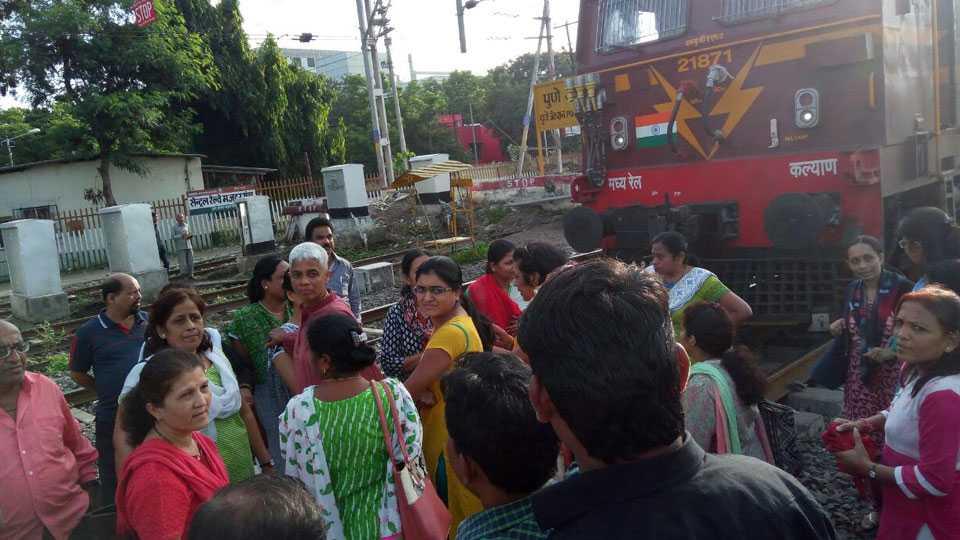 deccan queen railway agitation