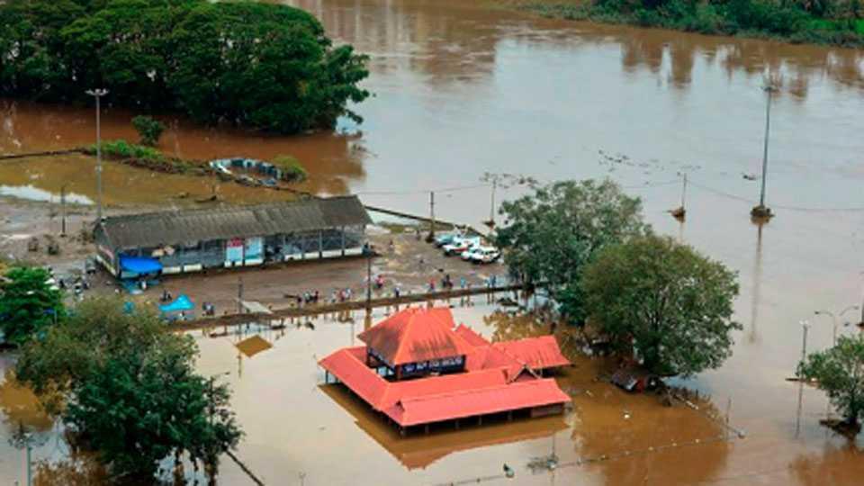 kerla flodds Strongly Help in Kerala