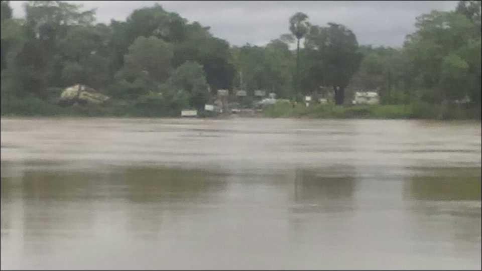 भामरागड : पर्लकोटा नदीला आलेला पूर.