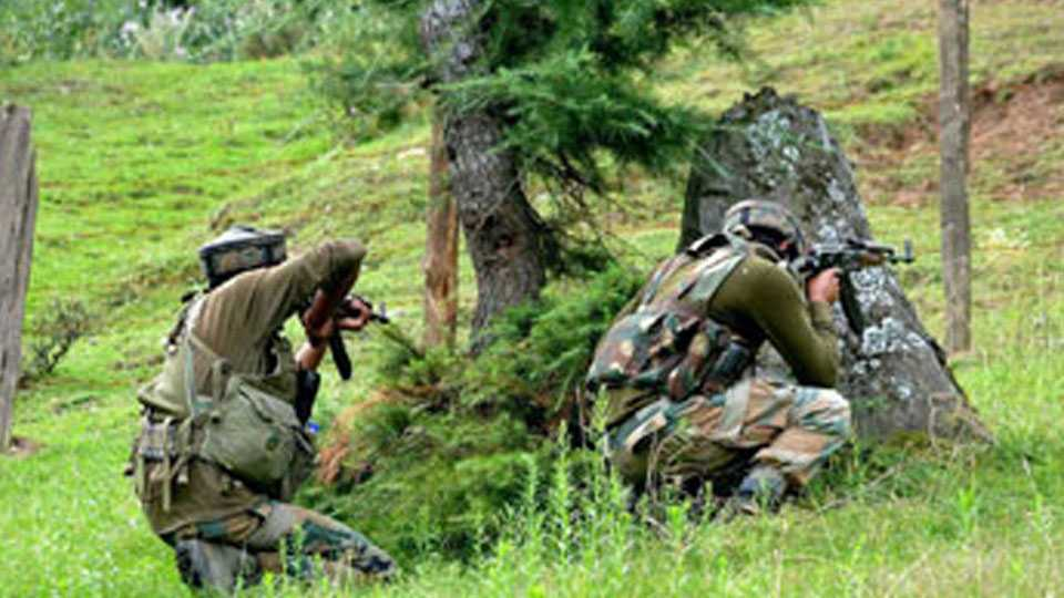 Kashmir: Cop killed in Tral encounter, suspected Hizbul militant trapped