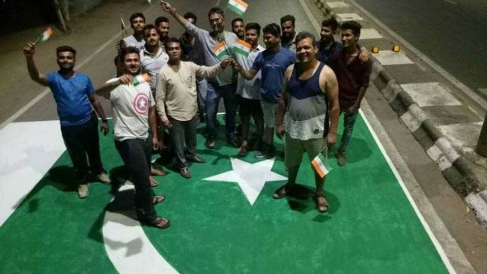 Gujarat locals paint Pakistan flag on road to protest against mutilation of soldiers, police register case