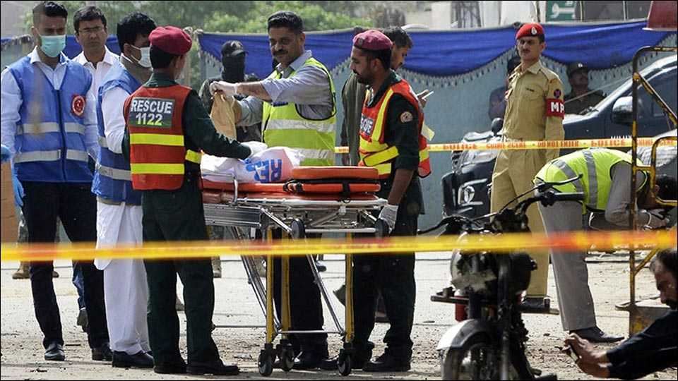 4 Pakistan Army soldiers, 2 civilians slain in Lahore suicide blast