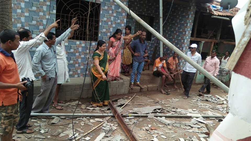 45 houses damage due to windy rain in Sudhagad taluka