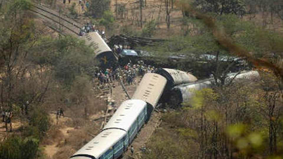 Two bogies Saharsa-Patna Rajya Rani Express train derail in Bihar